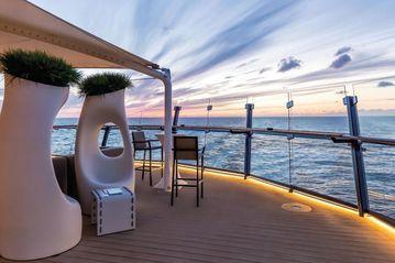 Kreuzfahrten York Hotel Singapur-Mein Schiff 5